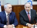 """Český spolek přátel Izraele Předseda-vlády-Benjamin-Netanyahu-a-ministr-energetiky-Yuval-Steinitz-na-týdenním-zasedání-kabinetu-v-Jeruzalémě-150x115 Ministr varuje, že Izrael by mohl """"odstranit"""" Assada, pokud nechá Írán útočit ze Sýrie Izraelská politika Novinky"""