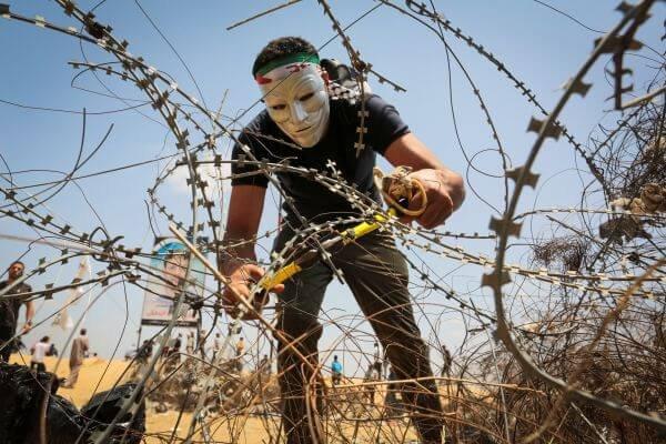 Česká společnost přátel Izraele Gaza-border Iran and Qatar Meddling in Gaza Clashes? HonestReporting.com
